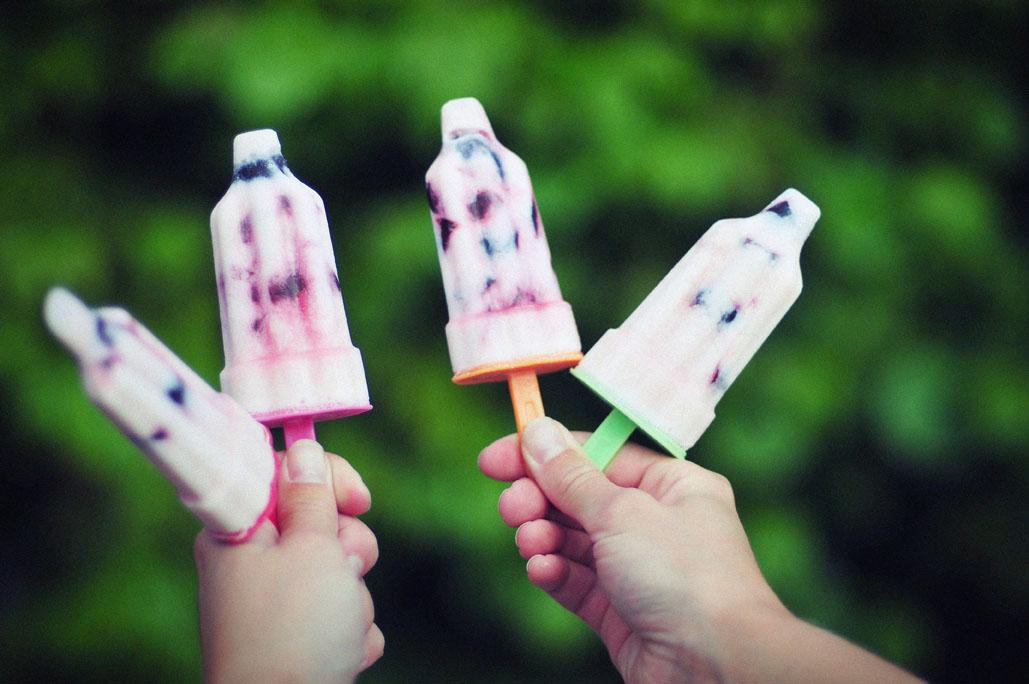 Yoghurt ijs met kersen