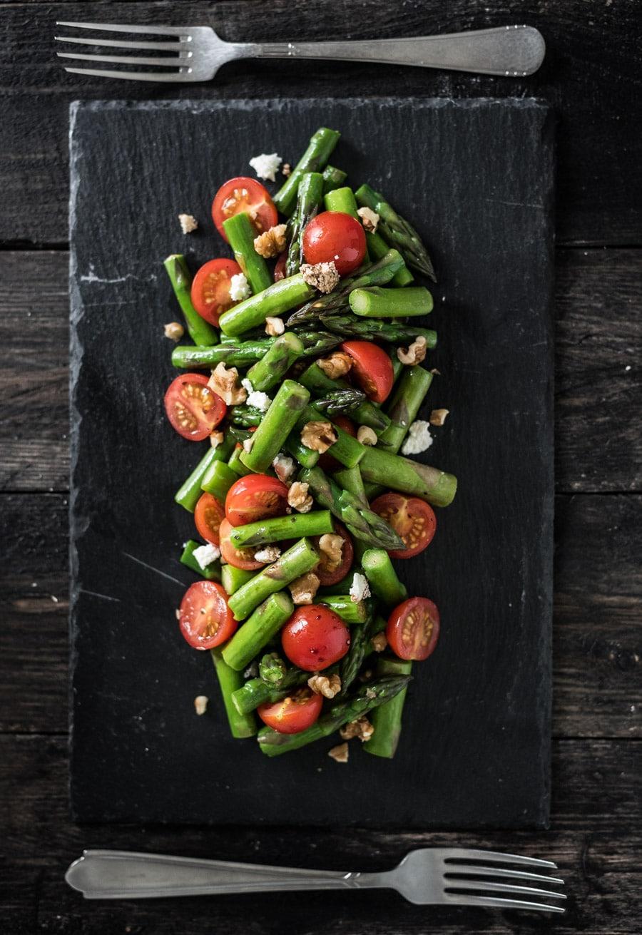Groene asperge salade met walnoot en feta voedzaam & snel