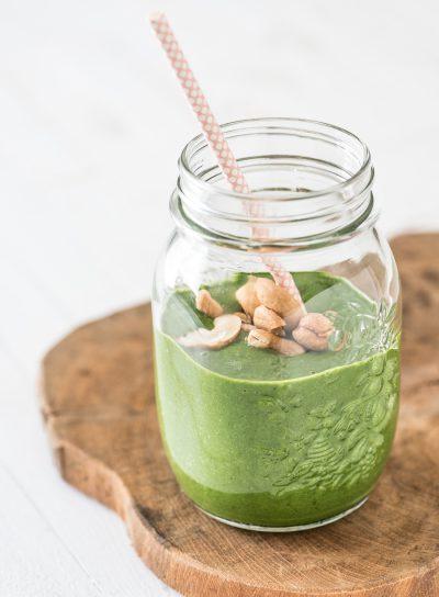 Groene smoothie met noten