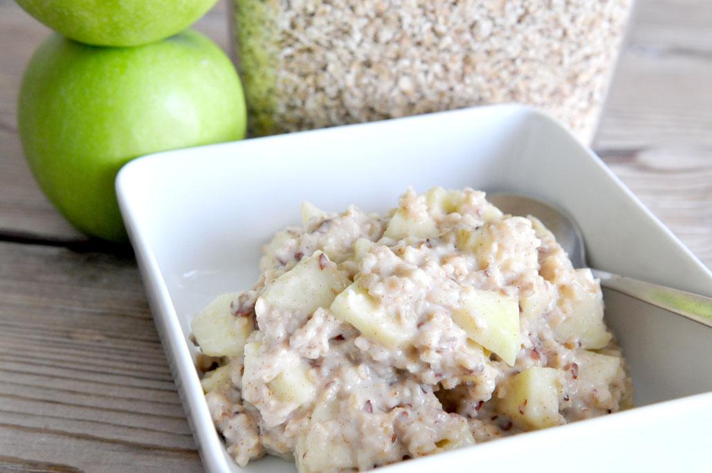 Voedzaam ontbijt met havermout en appel