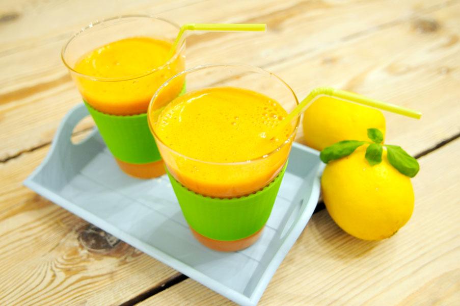 wortelsap met tomaten, citroen en basilicum