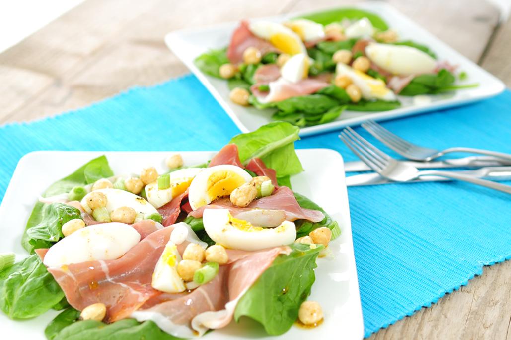 Spinazie-salade-serranoham-hazelnoten