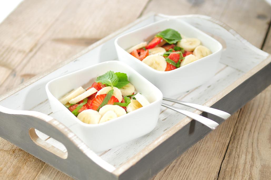 yoghurt met aardbeien banaan en munt