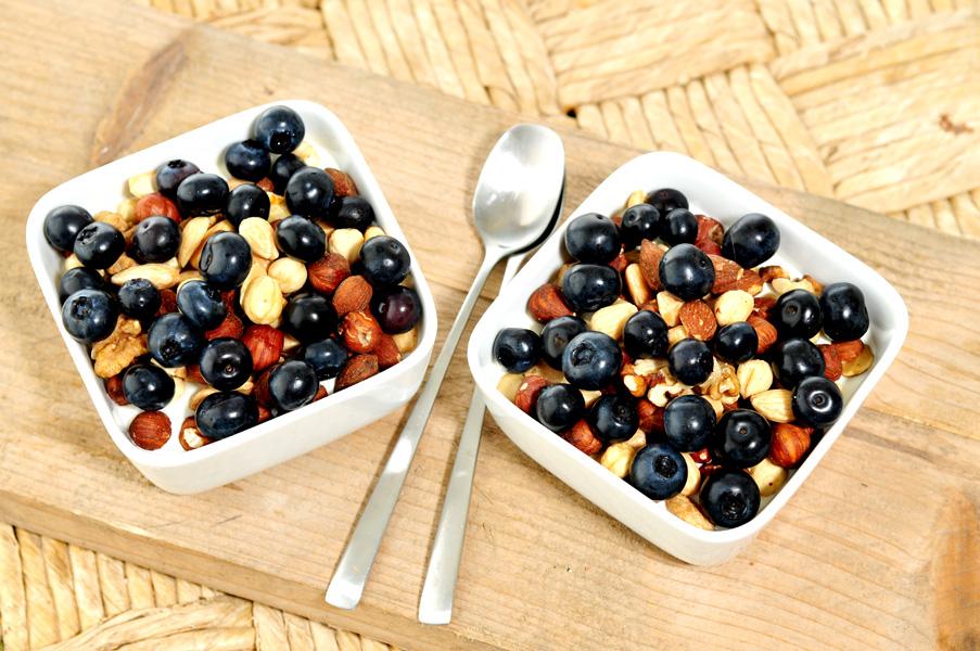ontbijt van noten en bessen