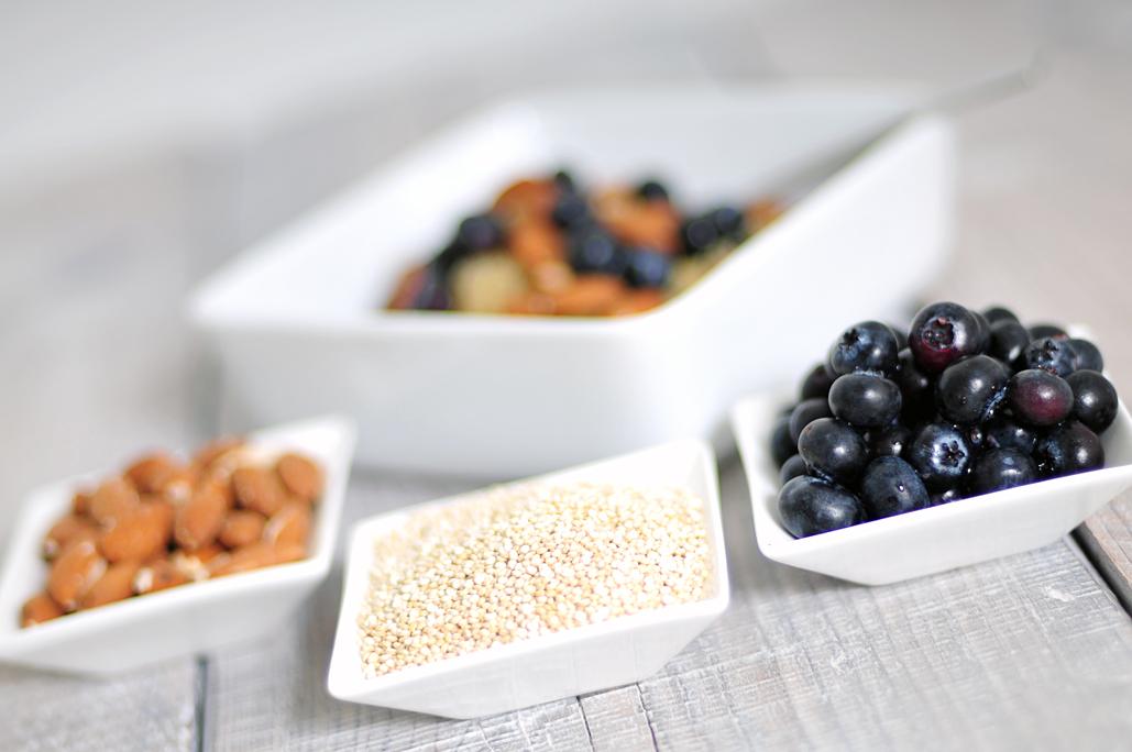Quinoa ontbijt met amandelen en bosbessen