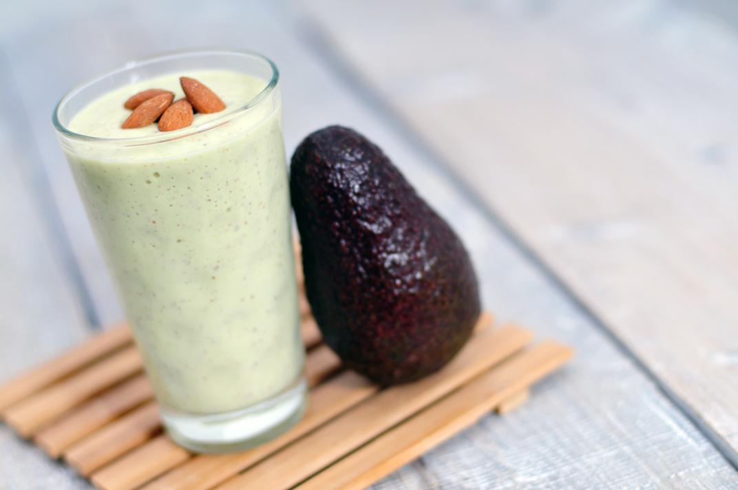 Groene smoothie van avocado en banaan