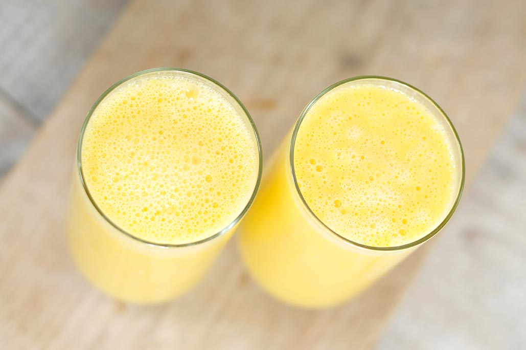 Mango smoothie van amandelmelk