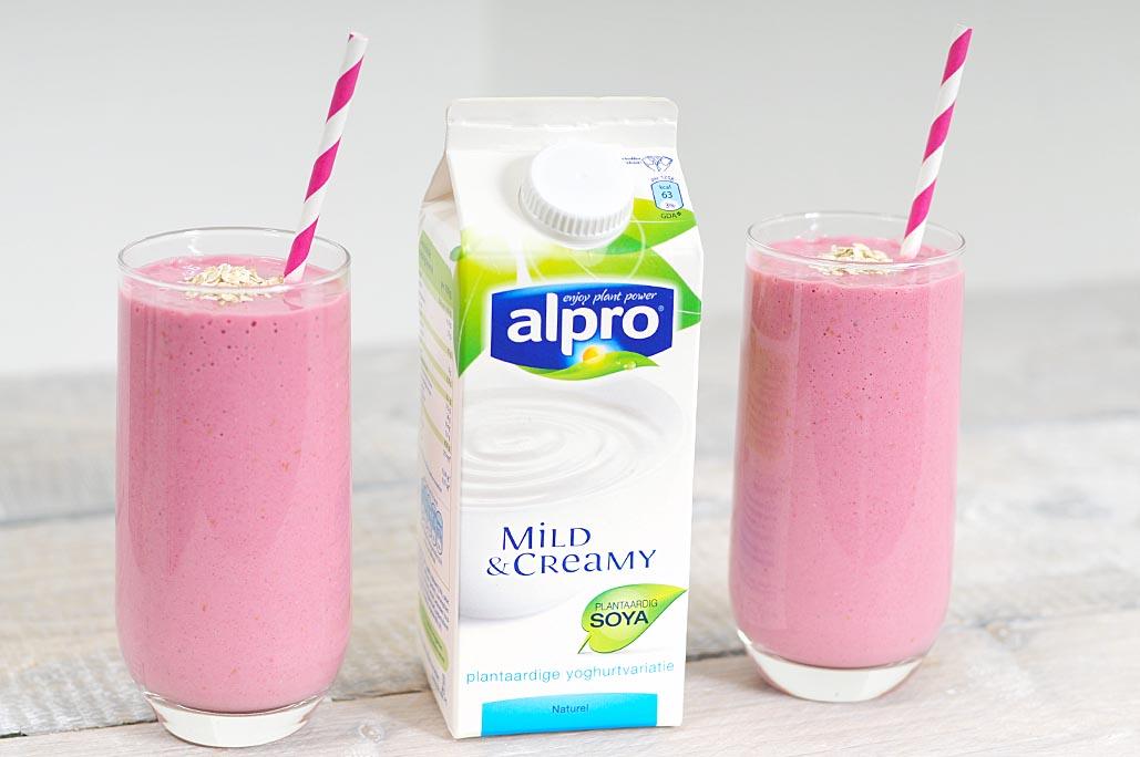Ontbijtsmoothie van plantaardige yoghurtvariatie zonder lactose