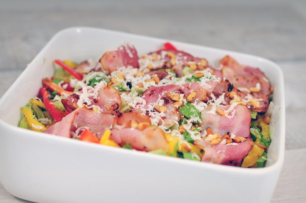 simpele salade met paprika en spek