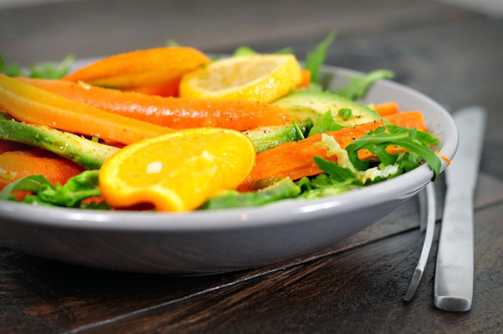 avocado salade met gegrilde wortel