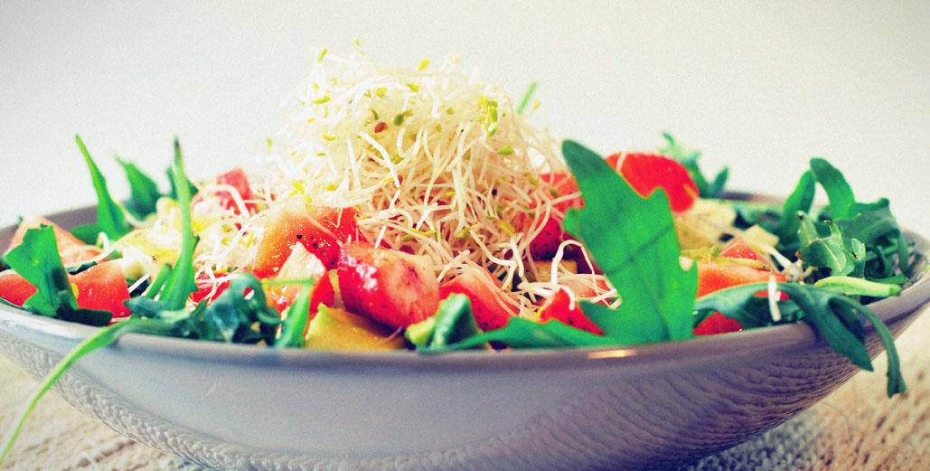 Rucola-salade-met-avocado-aarbei-enmozzarella