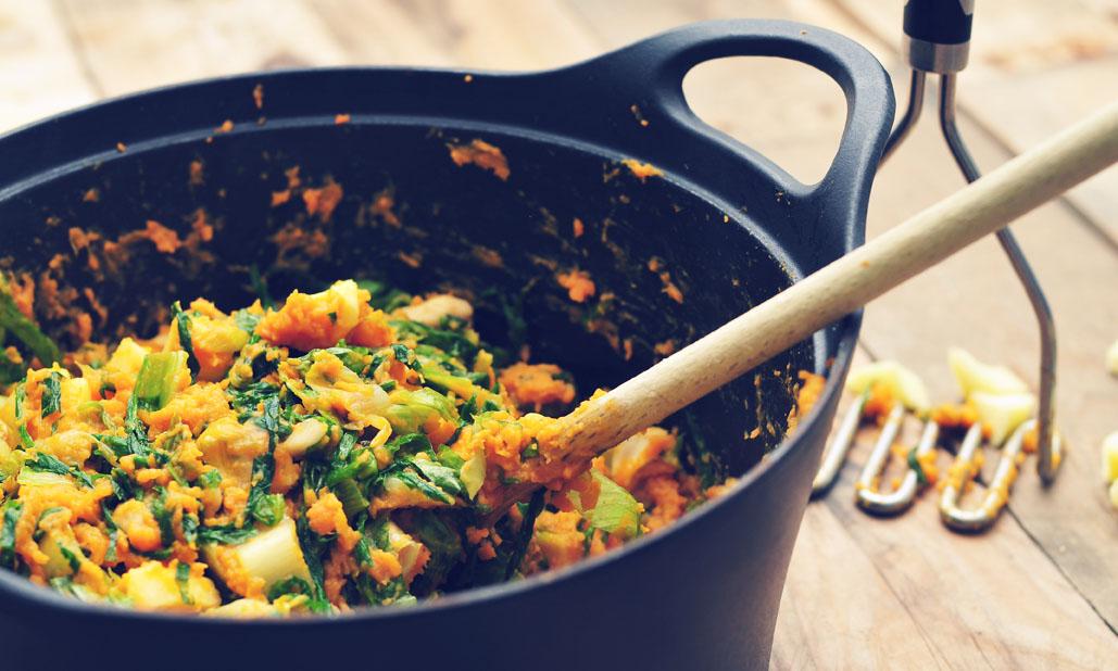Vegetarische andijviestamppot van zoete aardappel