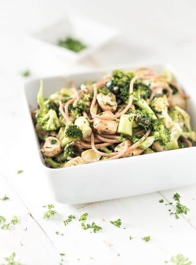 Romige broccoli met kip en volkorenpasta