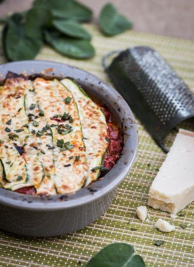 Courgette lasagne met kip en salie