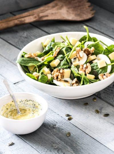 Spinazie salade met jonge kaas