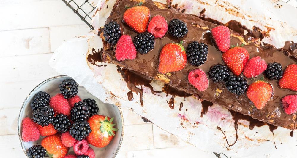 Amandelmeel cake rood fruit chocola