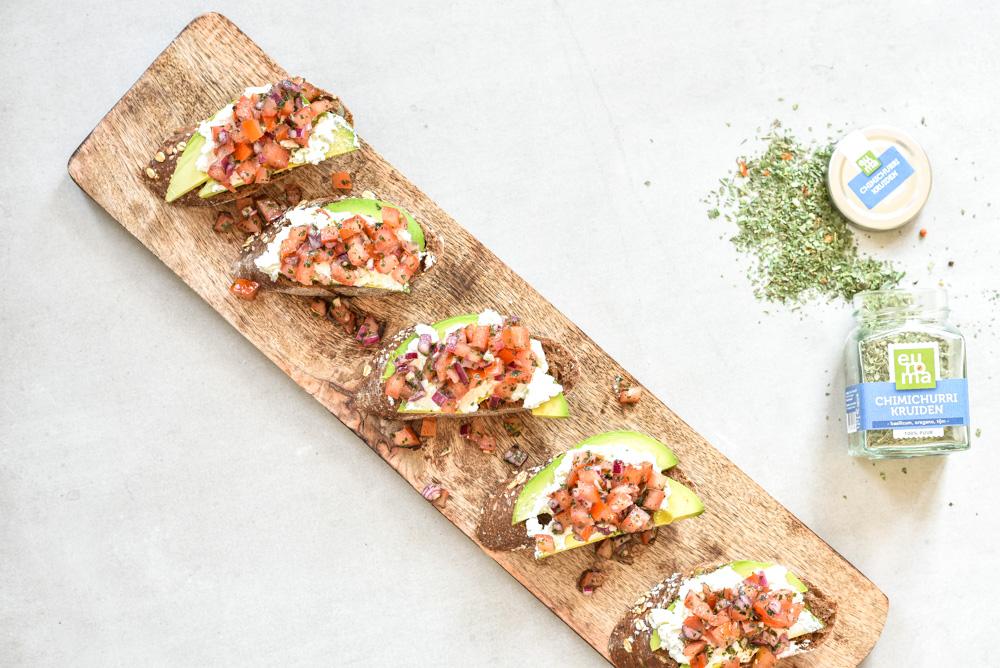 bruschetta met chimichurri salsa