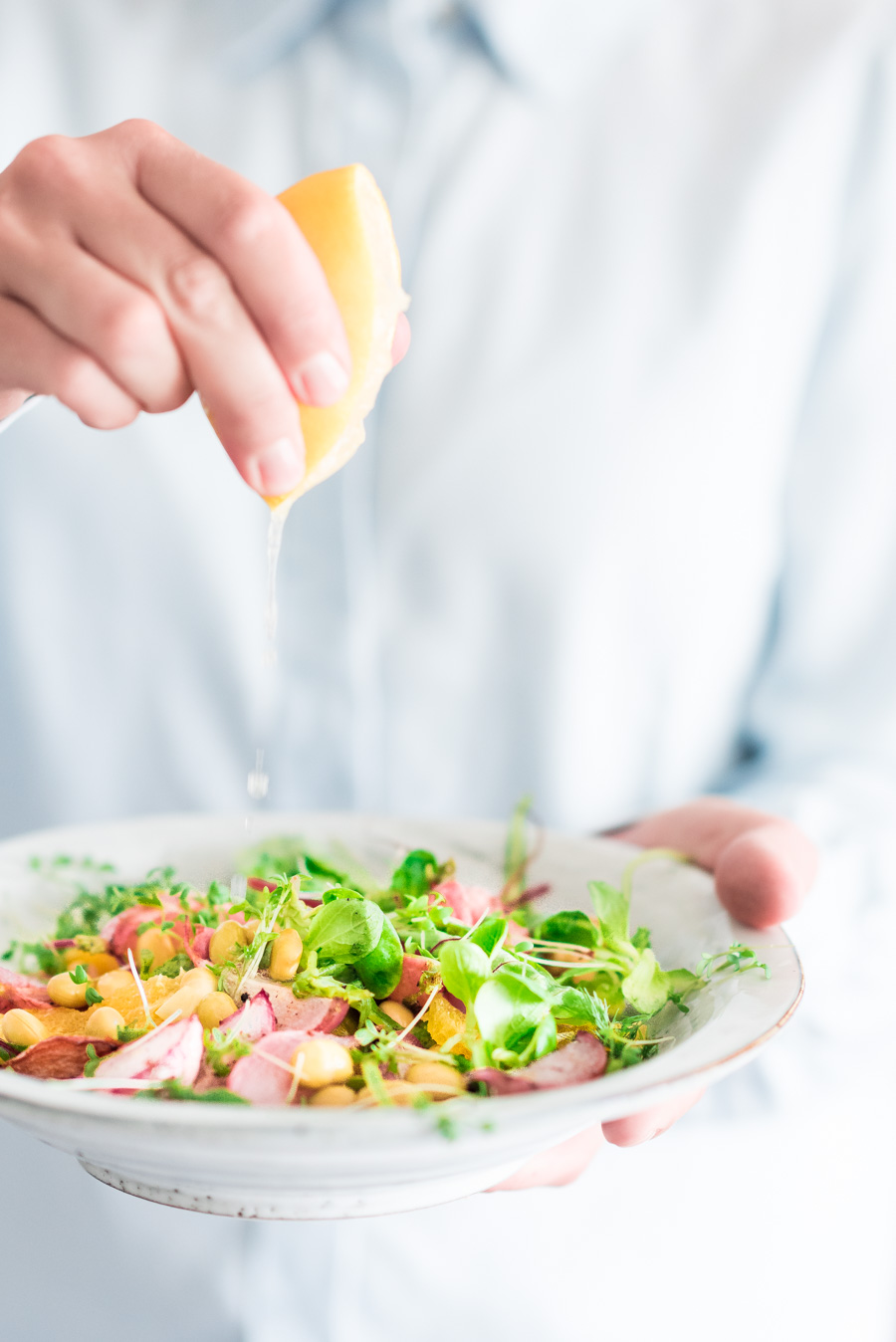 salade met geroosterde radijsjes en citroendressing