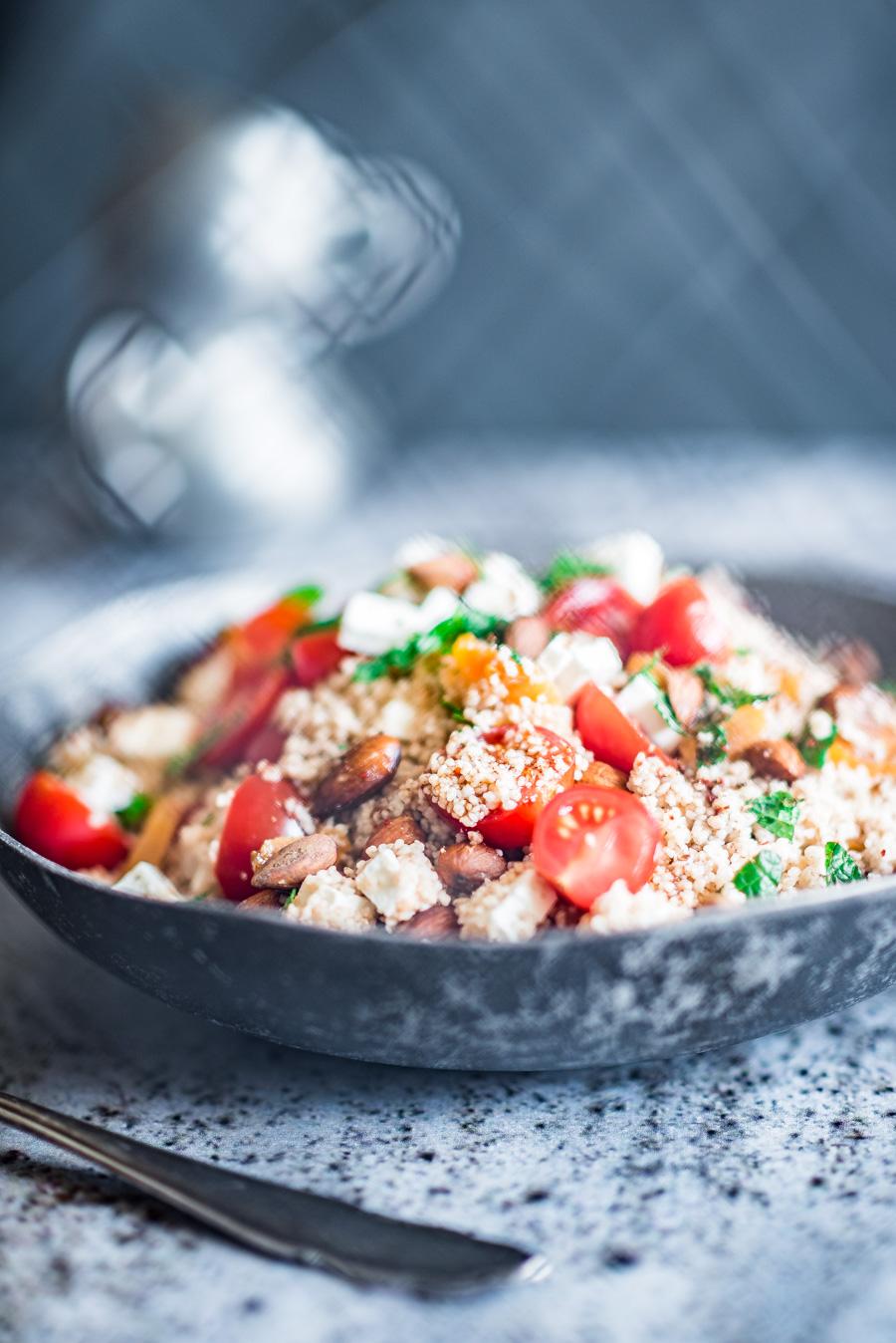 volkoren couscous salade met gedroogde abrikoos en feta