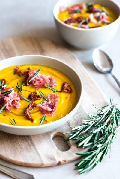Zoete aardappel soep recept met venkel en rozemarijn
