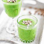 Groene smoothie met gember en amandelen