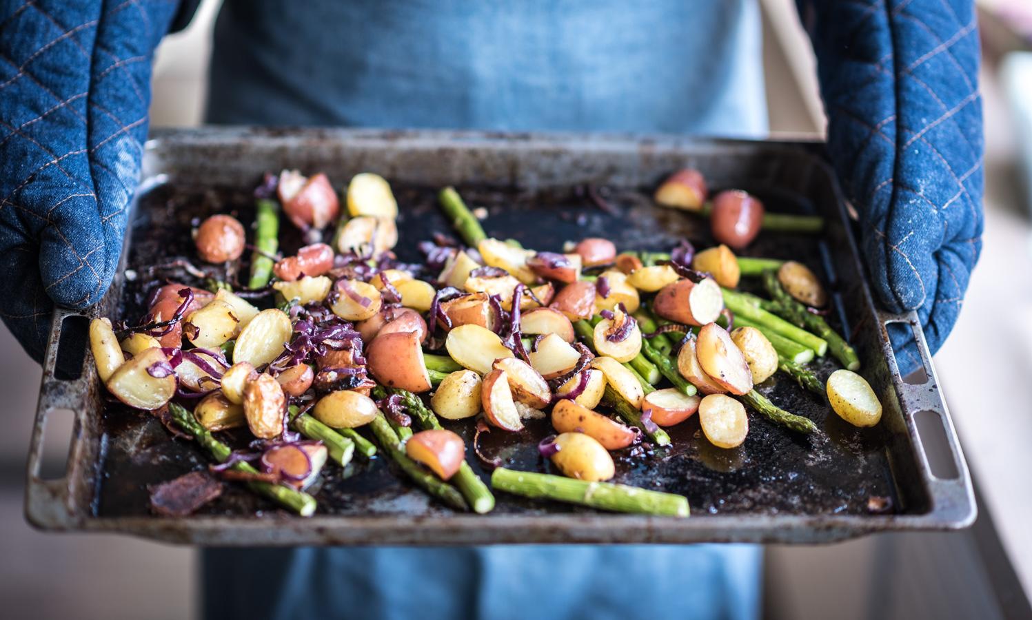 krieltjes uit de oven met asperges en rode ui