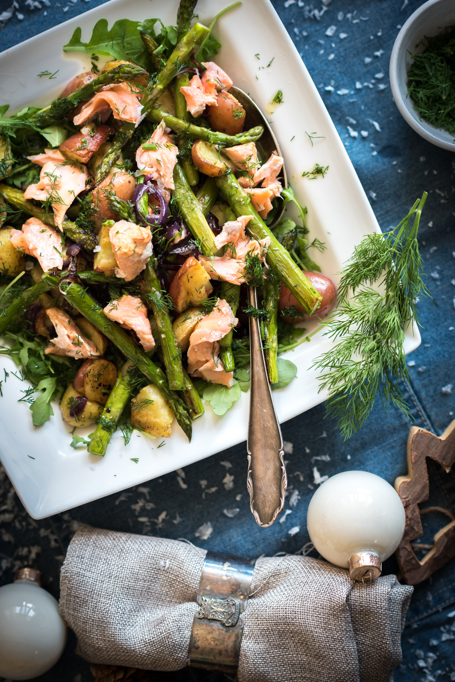 kerstrecept: krieltjes salade met warm gerookte zalm en groene asperges