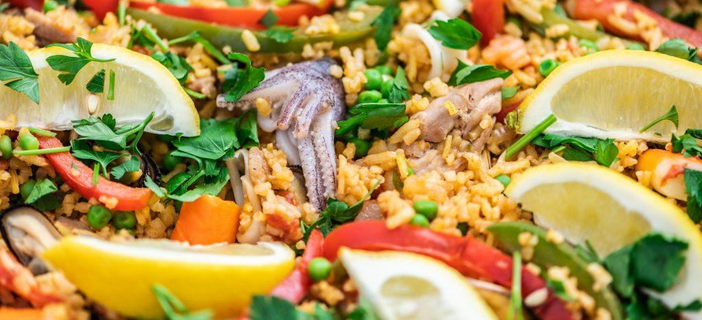paella mixta met kipdijfilet en zeevruchten