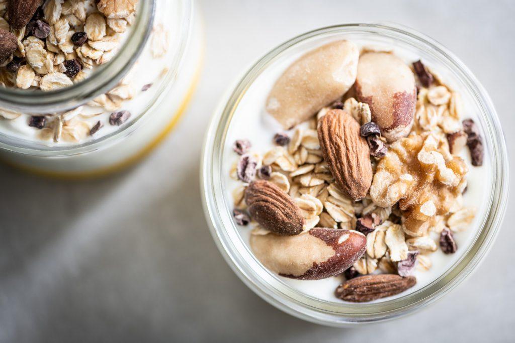 Closeup van Mango yoghurt ontbijt
