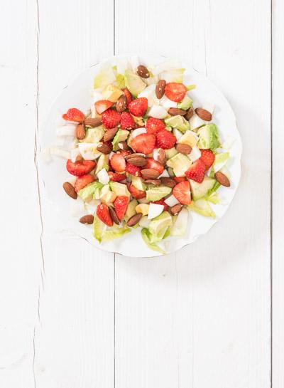 witlofsalade met avocado en aardbeien