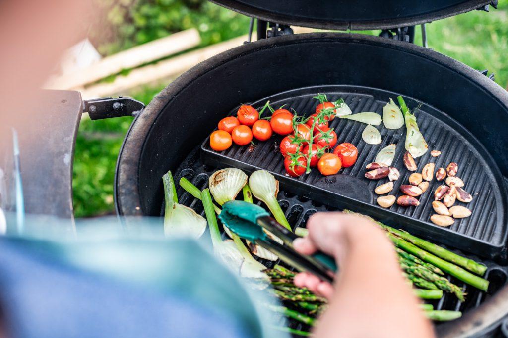 asperges venkel tomaat grillen op de BBQ