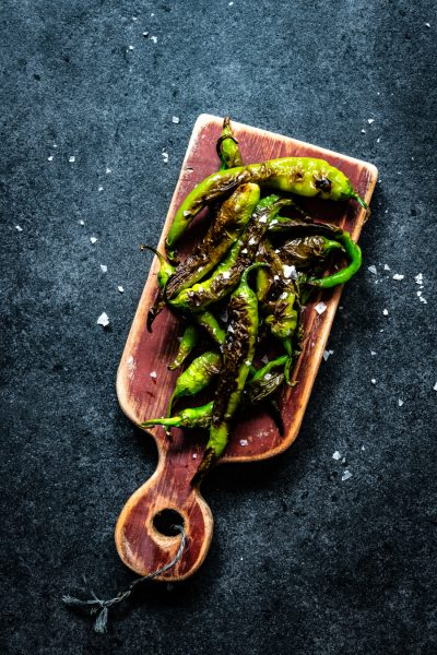 gegrilde groene pepertjes