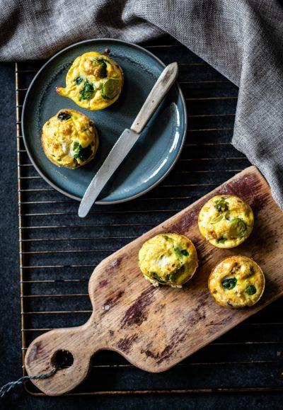 ei muffins met spruiten en feta