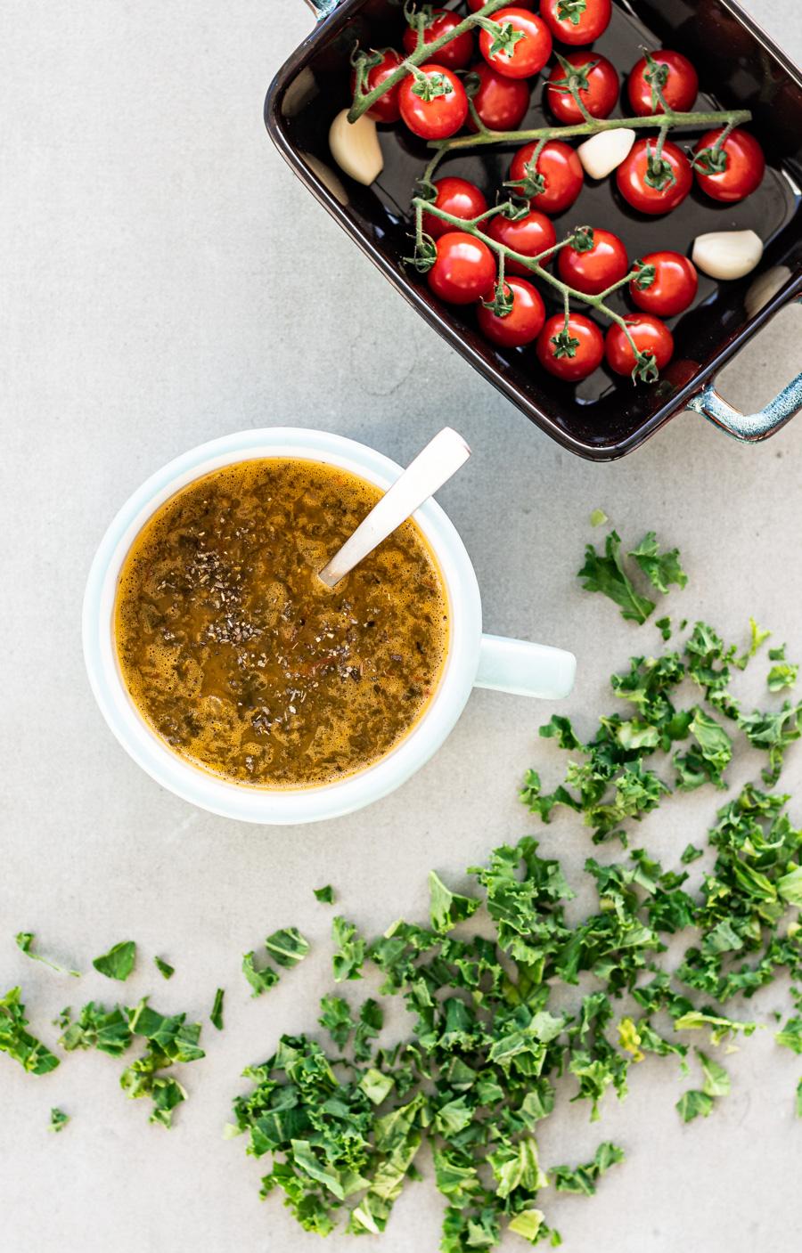 boerenkoolsoep met geroosterde tomaten