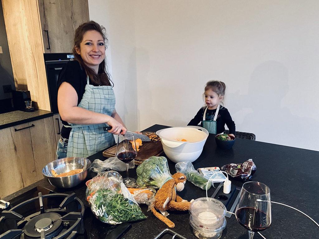 koken in de nieuwe keuken