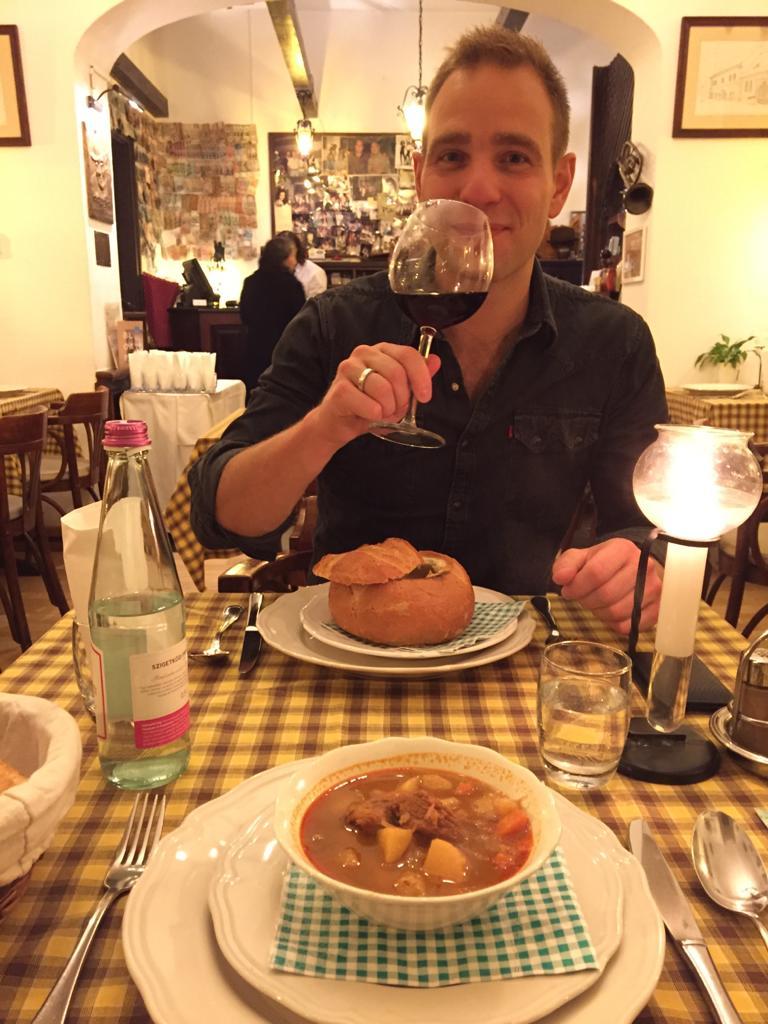 goulashsoep eten in budapest
